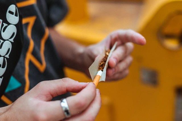 איך מגלגלים סיגריה?